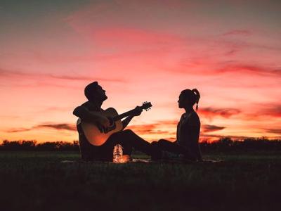80 frases românticas para transbordar seu amor