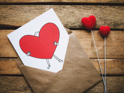 45 frases poéticas de amor para declarar esse sentimento por todos os cantos