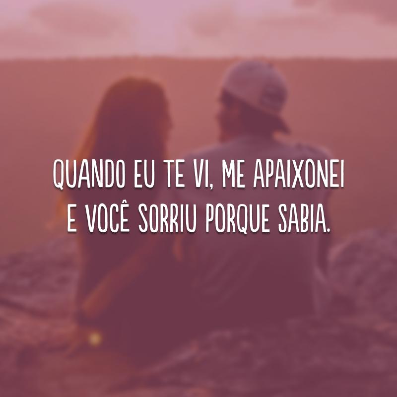 Quando eu te vi, me apaixonei e você sorriu porque sabia.