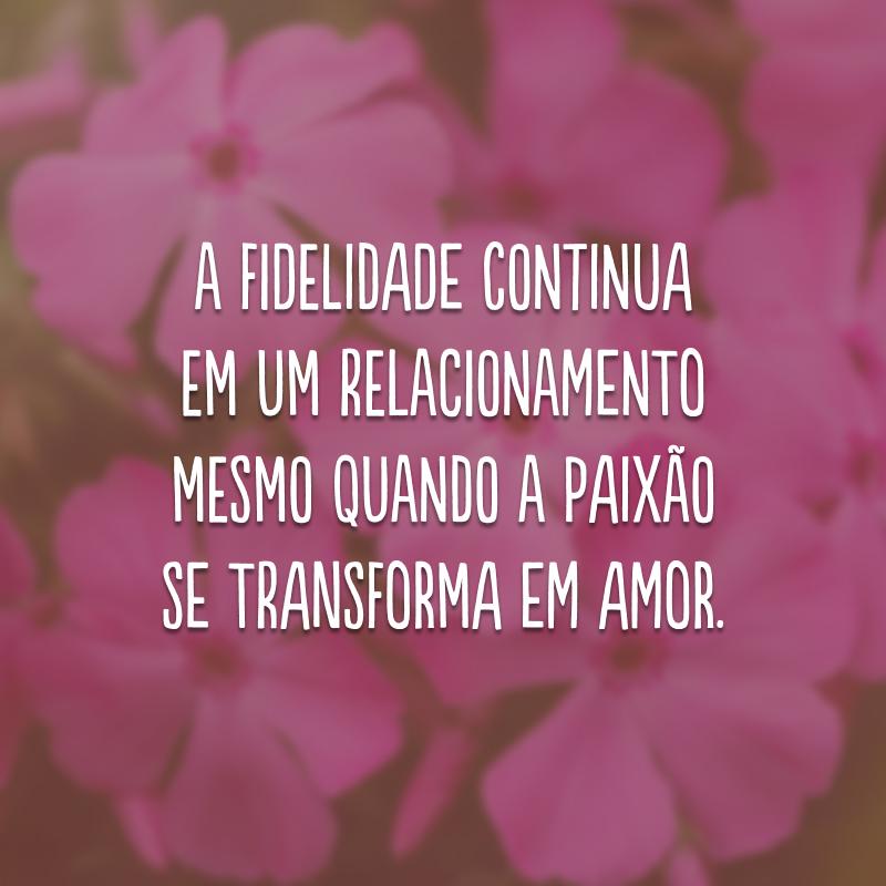 A fidelidade continua em um relacionamento mesmo quando a paixão se transforma em amor.