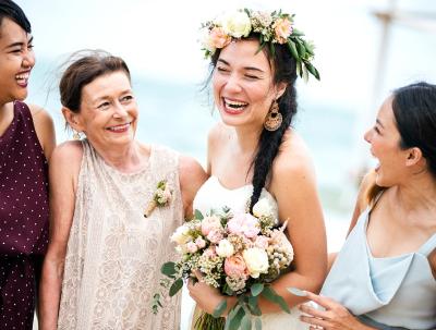 45 frases de casamento para amigos que presenteiam com alegria