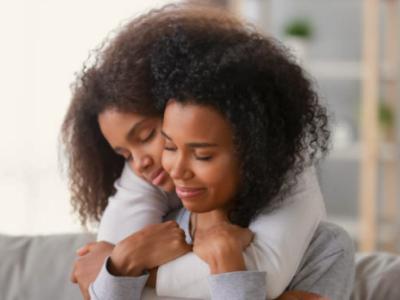 50 frases de amor para irmã para fazê-la sorrir com seu afeto