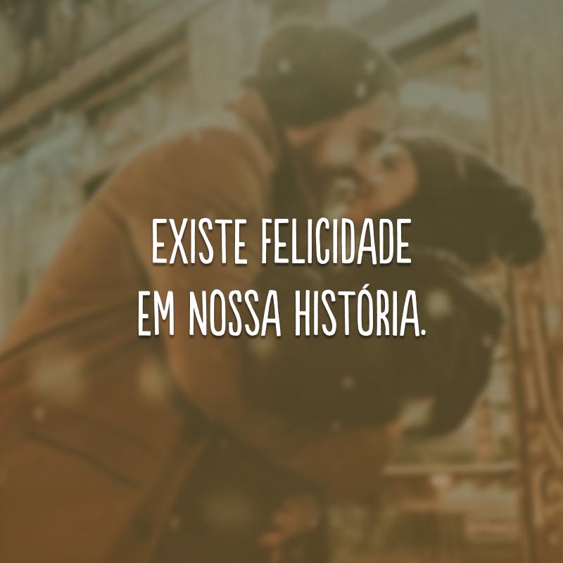 Existe felicidade em nossa história.