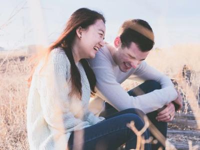 40 frases para casal feliz que exaltam a alegria vivida em conjunto